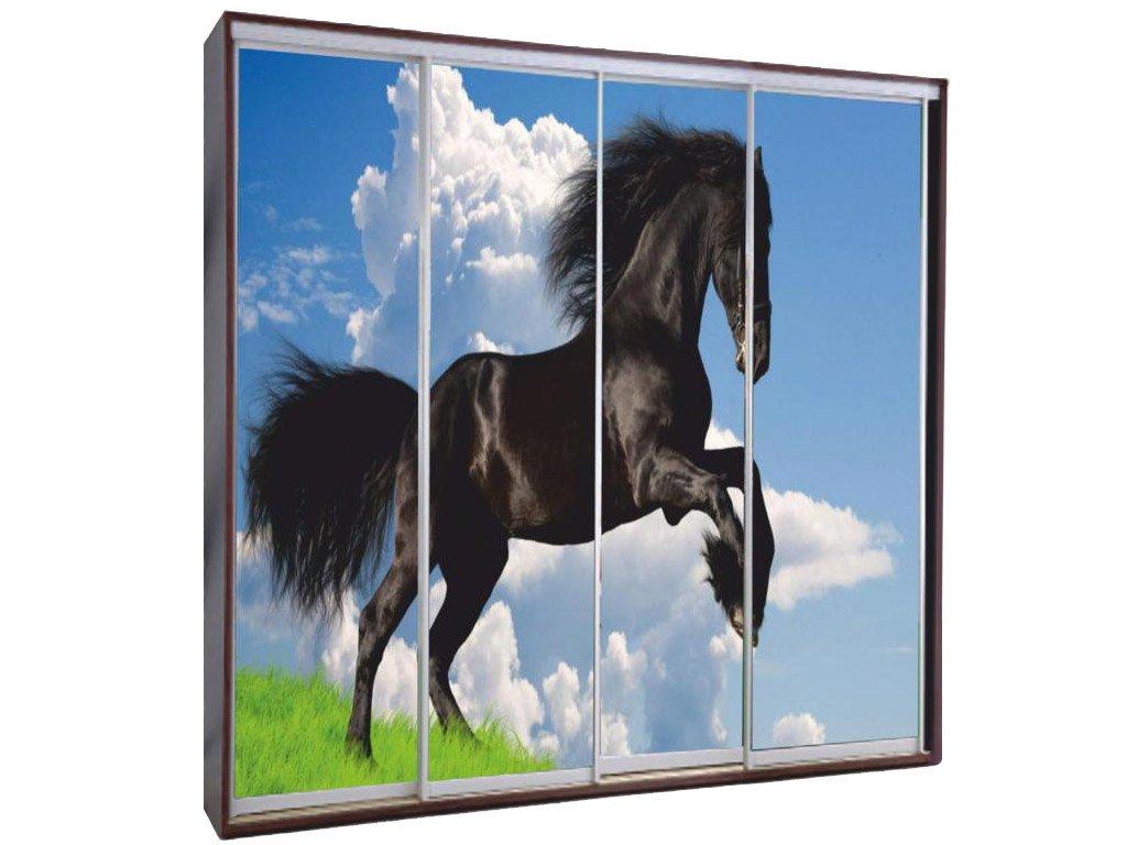 лошади на зеркале картинки менее