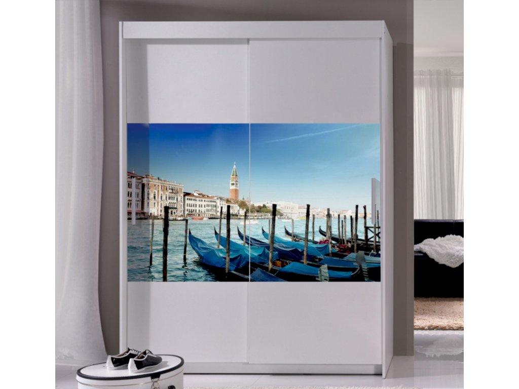 Шкаф купе с картинками на дверях